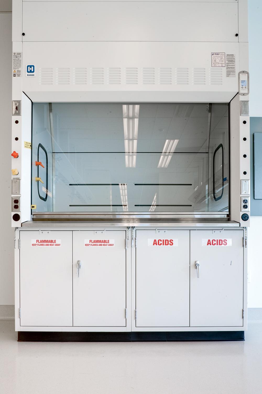 Fume Hoods Enclosures | Hanson Lab Solutions